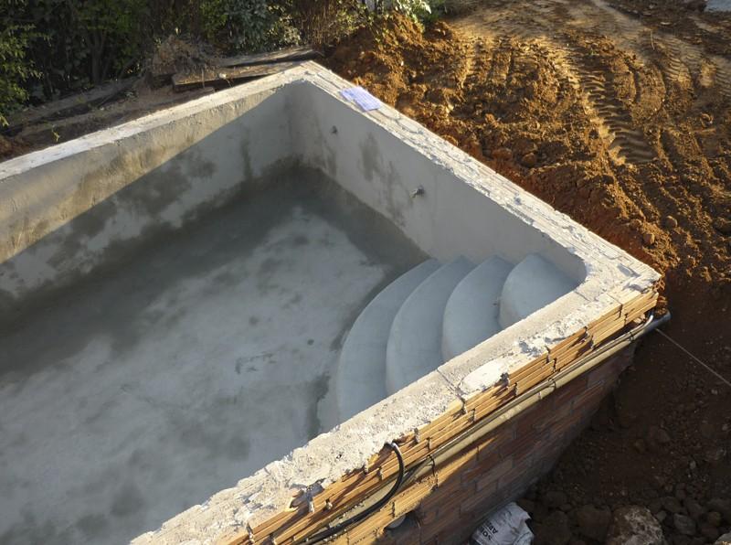 Construcci n de piscinas construcci n mantenimiento y for Escaleras para piscinas de obra