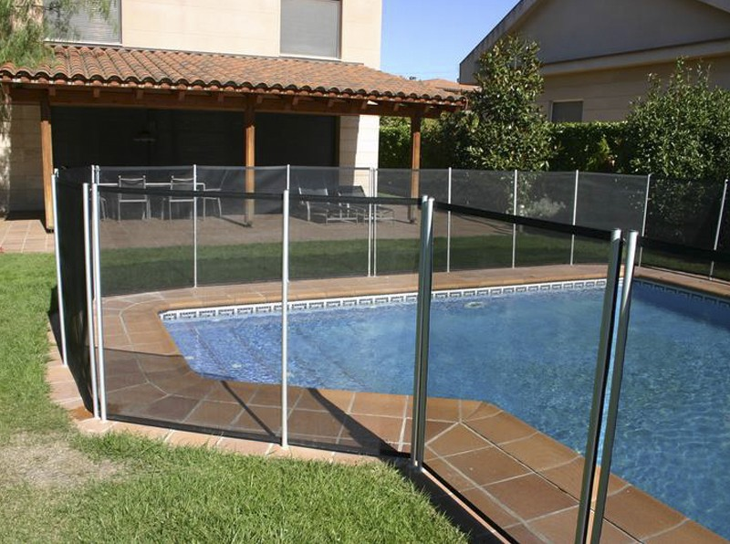 Valla para piscina ideas de disenos for Vallas para piscinas