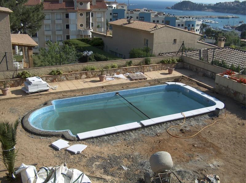 Construcci n de piscinas construcci n mantenimiento y for Coronacion de piscinas